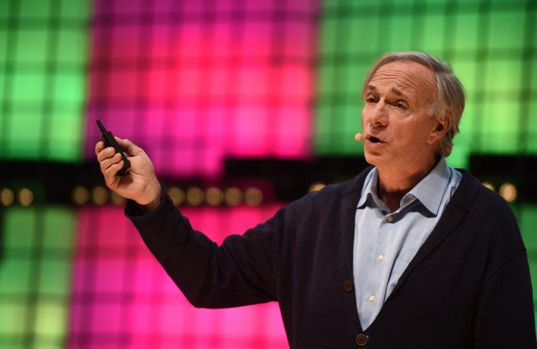 Ray Dalio palestrando em evento internacional