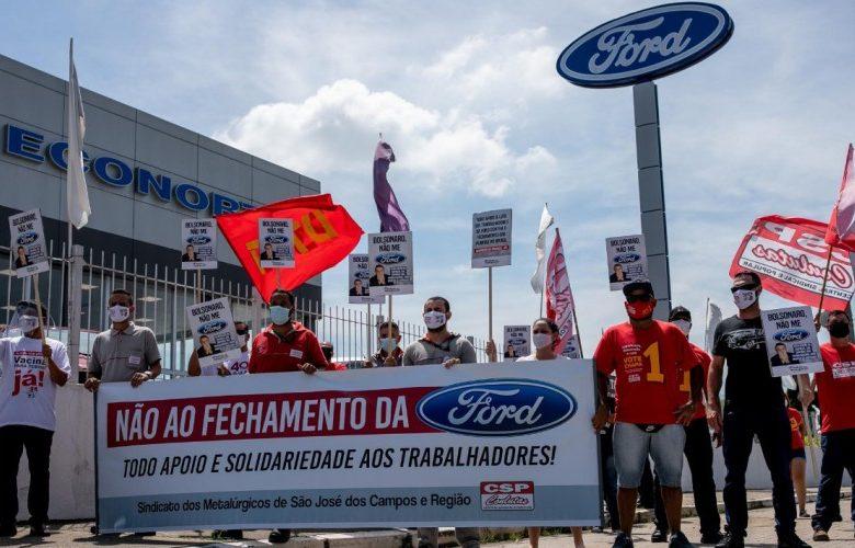 trabalhadores protestando no caso da Ford